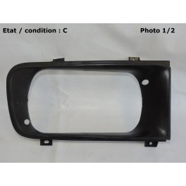 Right headlight surround (radiator grill)