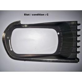 Right headlight surround (radiator grill)