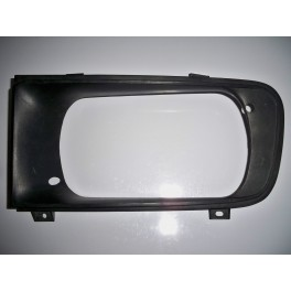 Left headlight surround (radiator grill)